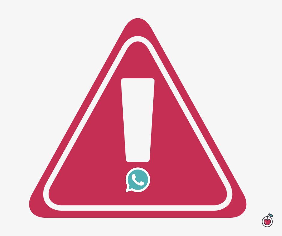 Segnale di pericolo con simbolo di Whatsapp al post del punto